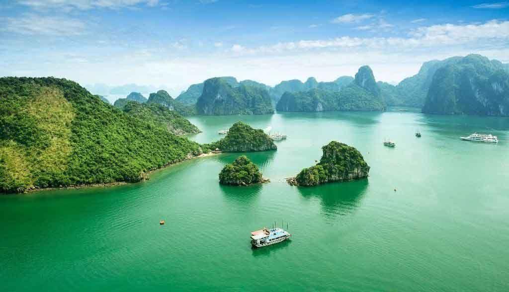 Vietnam Reisen - Sicht auf die Halong Bucht aus Vogelperspektive