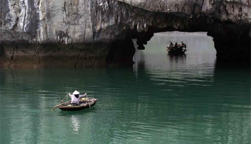 Vietnam Reisen - Die Landschaft von Halong Bay