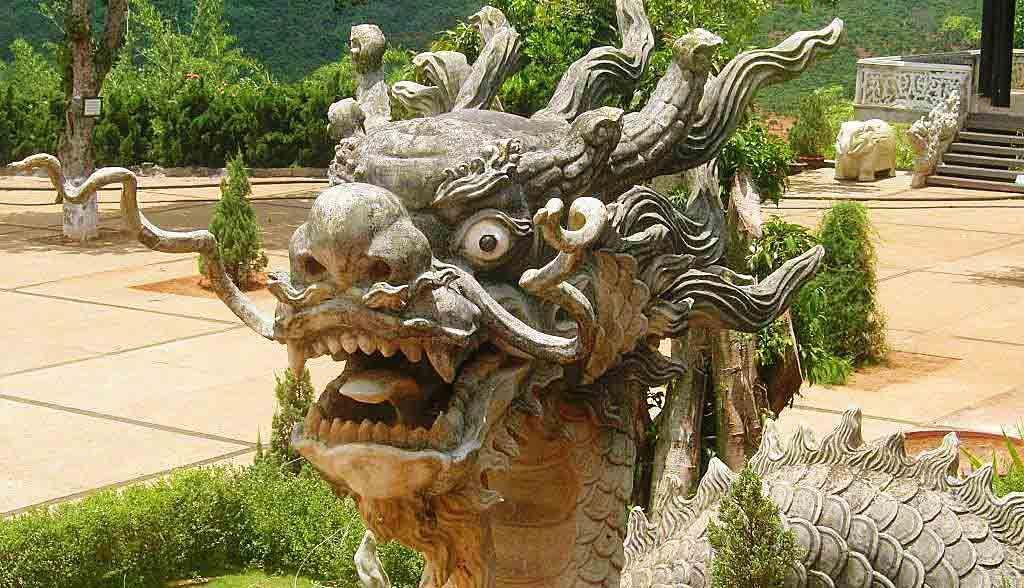 Vietnam Reisen - Tempeldrachen in der Nähe von Dalat (Originalbild Mirango Travel)