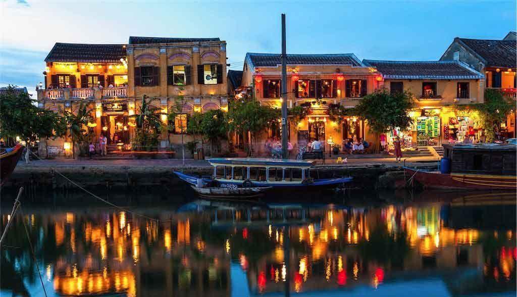 Vietnam Reisen - Die Altstadt von Hoi An in der Abenddämmerung