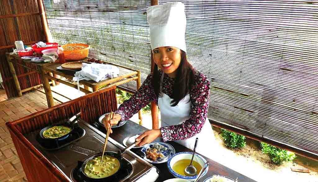 Vietnam Reisen - Auf dem Bauernhof lernen Sie, die lokalen Pfannkuchen zuzubereiten (Originalbild Mirango Travel)