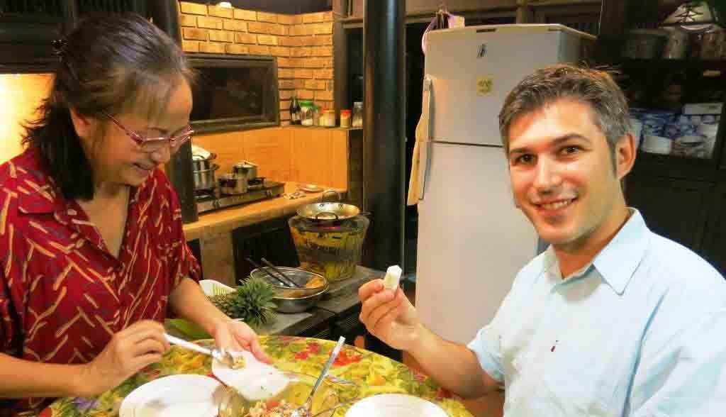 Vietnam Reisen - Sie lernen die Zubereitung von Frühlingsrollen (Originalbild Mirango Travel)