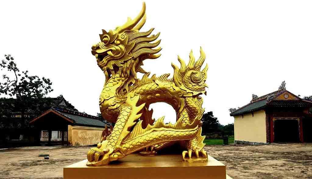 Vietnam Reisen - Drachenstatue in der Königsstadt von Hue (Originalbild Mirango Travel)