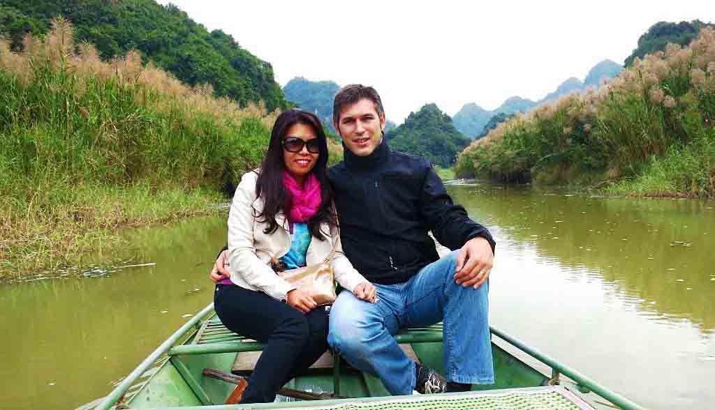 Vietnam Reisen - Die Ruderboote bringen Sie an die schönsten Orte von Tam Coc (Originalbild Mirango Travel)