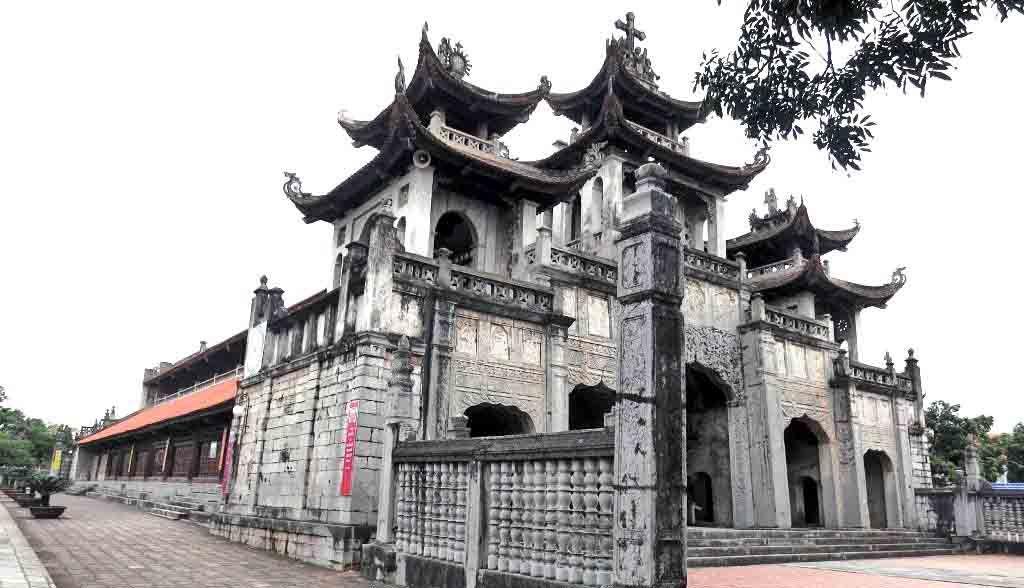 Vietnam Reisen - Phat Diem ist eine Mischung aus Tempelanlage und katholischer Kirche