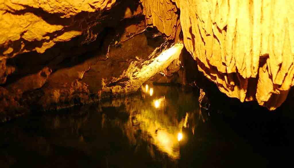 Vietnam Reisen - Unterirdische Wasserwege im Trang An Nationalpark (Originalbild Mirango Travel)