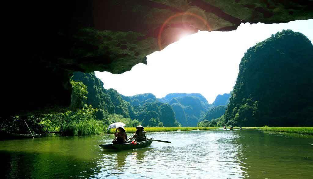Vietnam Reisen - Die faszinierende Landschaft von Tam Coc