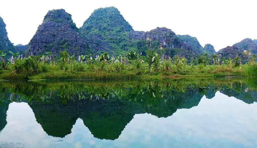 Vietnam Reisen - Wasserspiegelungen auf dem Trang An Nationalpark, Ninh Binh (Originalbild Mirango Travel)