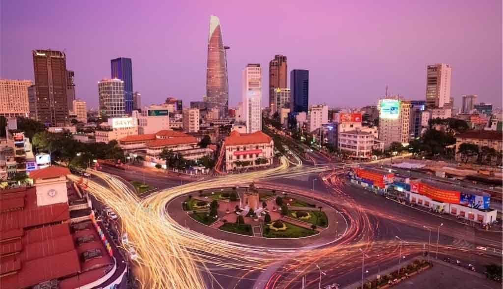 Vietnam Reisen - Das Zentrum von Saigon in der Abenddämmmerung