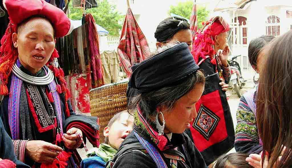 Vietnam Reisen - Frauen der H'Mong und Red Dao-Völker (Originalbild Mirango Travel)