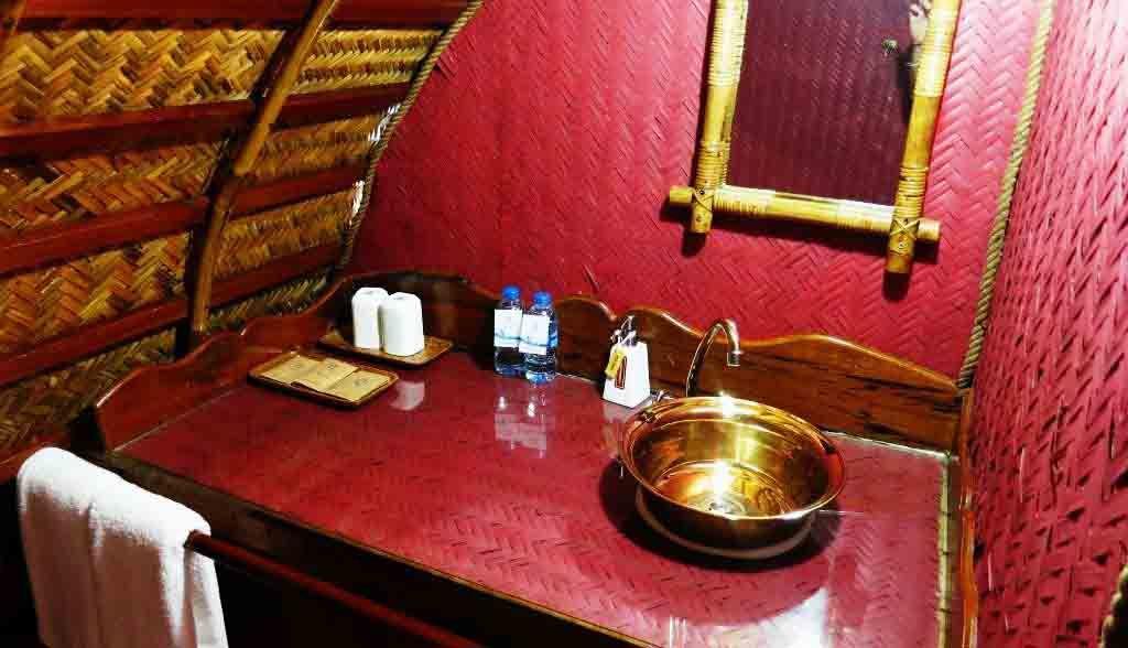 Vietnam Reisen - Ihr Badezimmer auf dem Boot (Originalbild Mirango Travel)