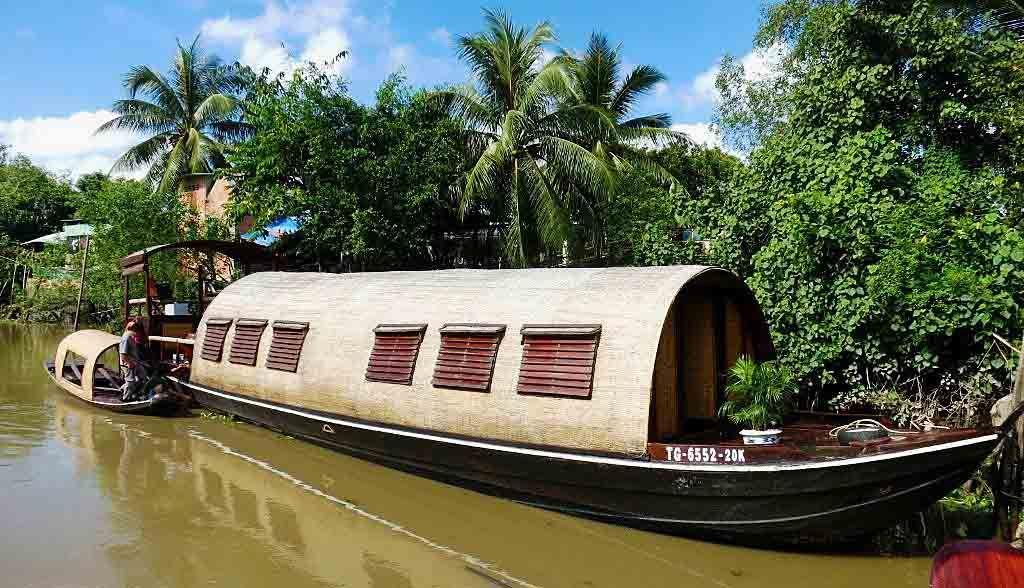 Vietnam Reisen - Das Design der Boote basiert auf dem traditionellen Sampan-Stil (Originalbild Mirango Travel)