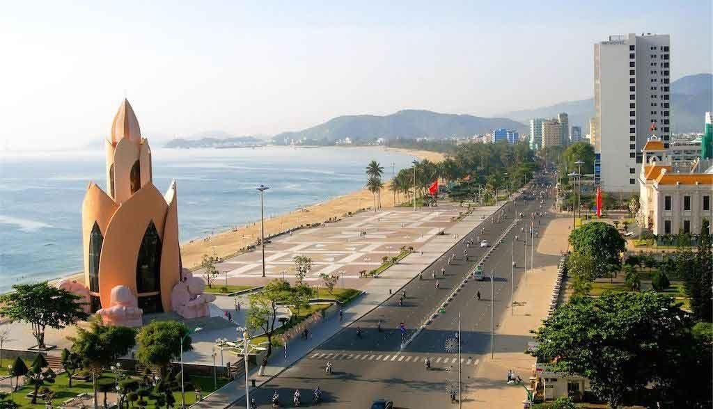 Vietnam Reisen - Der lange Stadtstrand von Nha Trang