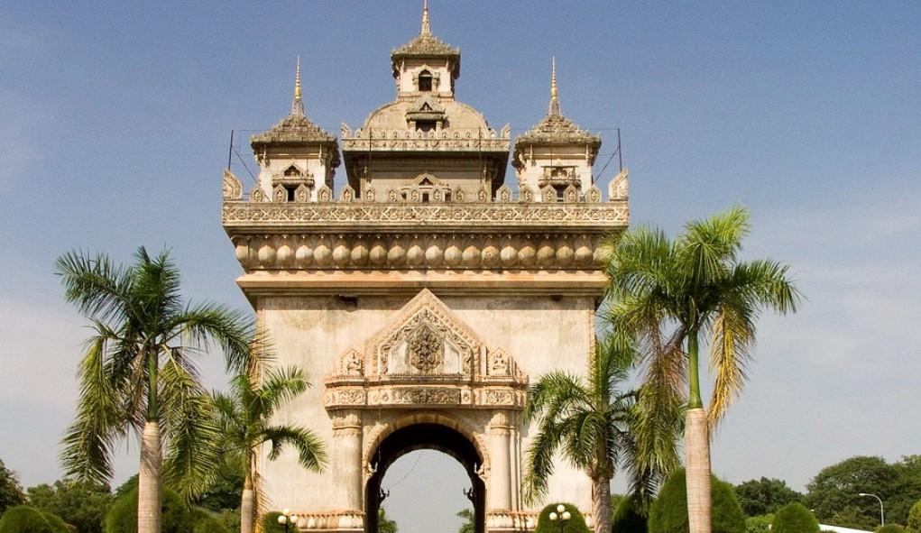 Das Patuxay-Denkmal in Vientiane erinnert an den Arc de Triomphe