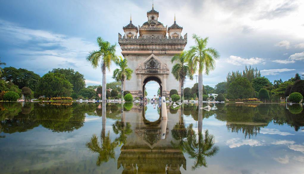 Laos Reisen - Vientiane Patuxai